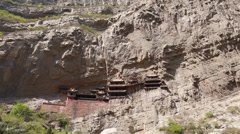 At the hanging temple in datong china with tourists Stock Footage