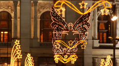 Christmas lights and crowds of people in the Weinachtsmarkt in Vienna. Stock Footage