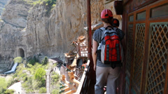Tourist visiting the hanging temple monastery in datong china Stock Footage