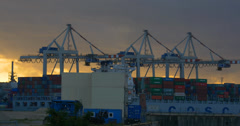 4K, crane in harbor, loading ships, hamburg Stock Footage