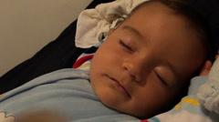 Baby in rauhallinen uni Arkistovideo