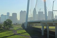 View of Margaret Hunt Bridge with Dallas Skyline Kuvituskuvat
