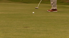 Golfer misses the hole Stock Footage