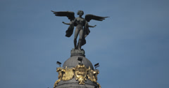 4K Close Up of winged Goddess statue on the Edificio Metropolis, Madrid, Spain Stock Footage