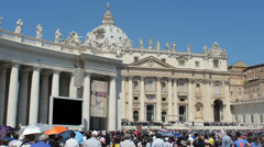 Pilgrims listen to the hearing of Pope Francesco in St. Peter's Square. - stock footage