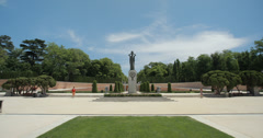 4K - Statue in the gardens at Parque Retiro (Retiro Park) in Madrid, Spain Stock Footage