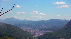 Pequena cidade no vale (blur) Stock Footage