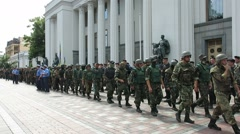 Soldiers in front of the Ukrainian parlament marching Stock Footage