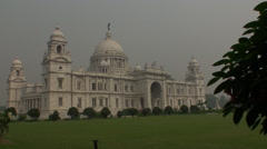 Victoria Memorial Hall with Queen's Garden at kolkata Stock Footage