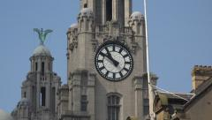 Zoom into clock, liver buildings and water street, liverpool, england Stock Footage