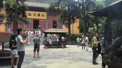 Lingyin Temple China time lapse 1 24 zoom out Stock Footage