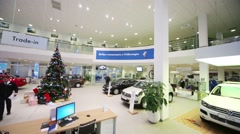 Christmas tree with illumination and new cars Stock Footage