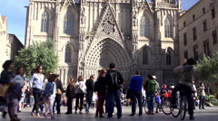 Crowd tourists near the Barcelona Cathedral. Stock Footage
