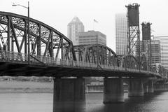 Bw foggy hawthorne bridge Stock Photos