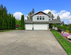 House exterior with curb appeal. view of garage and driveway Stock Photos
