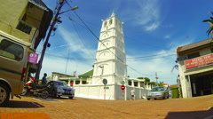 Time lapse of Kampung Kling Mosque with tourists and traffic in Melaka. Stock Footage
