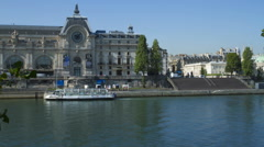 Time lapse of tourists getting of a boat at Musée d'Orsay, Paris Stock Footage