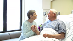 Consultant Talking To Senior Couple In Hospital Room Arkistovideo