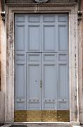 Closed door in rome Kuvituskuvat
