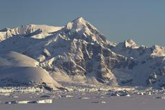 Mountains and frozen ocean with icebergs of the antarctic peninsula Stock Photos