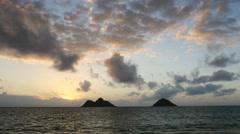 Sunrise, lanikai beach, mokulua islands, kailua, oahu, hawaii. Stock Footage