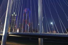 View of Margaret Hunt Bridge with Dallas Skyline Kuvituskuvat