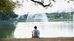 Man enjoy the Ibirapuera Park in summer time Stock Footage