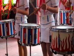 The girls with trumpets and beating drums Arkistovideo