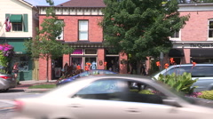 Tourists in Niagara on the lake on beautiful sunny summer day Stock Footage