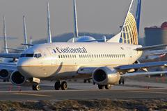 Continental Airlines 737 on runway Stock Photos
