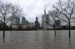 high water and view of the financial district, frankfurt am main, hesse, germ - stock photo