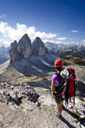 Hikers on mt paterno, view of tre cime di lavaredo massif, mt monte cristallo Stock Photos