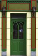 Green door of a pub with a closed sign, ireland Stock Photos