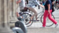 Many people go trought the brandenburg gate Stock Footage