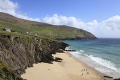 Beach at dunmore head, slea head at back, dingle peninsula, county kerry, ire Stock Photos