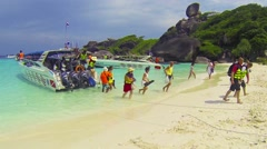 Similans, thailand - circa mar 2014: tourists go to the beach under the guida Stock Footage