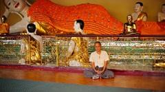 Yangon, myanmar - 03 jan 2014: man meditating in the temple great dagon pagod Stock Footage