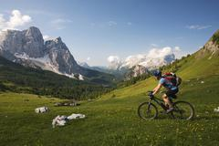 mountain bike rider on the descent from forcella ambrizzola mountain, alto ad - stock photo