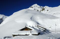 Snow-covered mountain huts on the alp petit pre, mt dent favre in the back, o Stock Photos