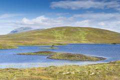 Loch mudale, the 927 m high ben hope mountain on the horizon, altnaharra, nor Stock Photos
