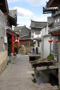 Lane, red lanterns, old town of lijiang, unesco world heritage site, yunnan p Stock Photos