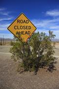 """Sign """"road closed ahead"""" along the historic route 66, ludlow, california, usa Stock Photos"""