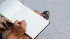 Hand urban sketcher painting a picture Stock Footage