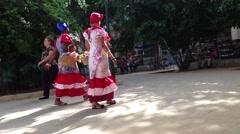 Värikäs kuubalainen naiset Havannassa, Kuubassa Arkistovideo