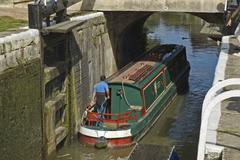 Houseboat in canal lock, devizes, avon river, south england, england, united  Stock Photos