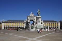 Equestrian statue of king joseph i, with arco da rua augusta, praça, praca,  Stock Photos