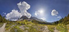 360° panoramic view at the adolf munkel trail in the geisler group, odle mou Stock Photos