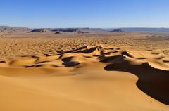 Morning light on sand dunes at erg tihoulahoun, immidir, algeria, sahara, nor Stock Photos