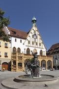 amberger hochzeitsbrunnen fountain, with the gothic town hall, market square, - stock photo