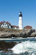 Lighthouse, waves breaking on rocks, portland head light, cape elizabeth, por Stock Photos
